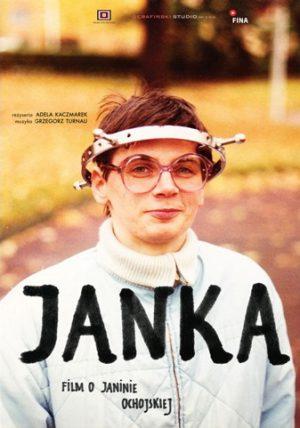 """""""Janka"""" to intymny portret Janiny Ochojskiej – szefowej Polskiej Akcji Humanitarnej. Teraźniejszość przeplata się ze wspomnieniami z dzieciństwa, zdjęcia z animacją i archiwaliami 16 mm."""